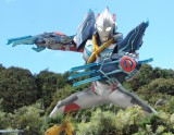 新テレビシリーズ『ウルトラマンX』ウルトラマンエックスはサイバー怪獣「サイバーゴモラ」とつながり、「ウルトラマンエックス ゴモラアーマー」となって戦う(C)円谷プロ