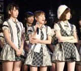 『第7回AKB48選抜総選挙』速報をAKB48劇場で見守った(左から)宮脇咲良、高橋みなみ、島崎遥香(C)AKS