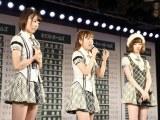『第7回AKB48選抜総選挙』速報をAKB48劇場で見守った(左から)宮脇咲良、高橋みなみ、島崎遥香 (C)AKS