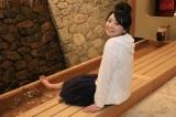 岐阜県・下呂地方で人気の足湯に浸かるおのののか