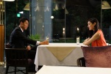 主演のAKIRAと友達以上恋人未満のビジネスパートナーとして共演する菜々緒(C)関西テレビ