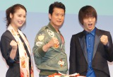 80年代の衣装で登場した(左から)佐々木希、唐沢寿明、窪田正孝 (C)ORICON NewS inc.