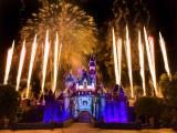 夜空に輝く特別なナイトエンタテインメントがいっぱい!(c)Disney