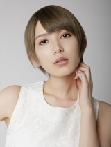 「自分らしく(2015年新録音ver.)」のミュージックビデオに出演した光宗薫