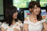 『西鉄バス 総選挙当日臨時バス行き先案内LED〜AKB48総選挙ver〜お披露目』イベントに出席した(左から)指原莉乃、柏木由紀 (C)AKS