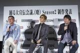 『2015年 神戸三宮映画祭』に出席した(左から)ネスレ日本・高岡浩三CEO、GACKT、本広克行監督