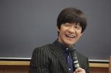 辛口意見にタジタジの内村光良(C)NHK