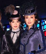 ミュージカル『エリザベート』初日前会見に出席した(左から)蘭乃はな、花總まり(C)ORICON NewS inc.