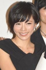 """結婚報道に笑顔で""""会釈""""した釈由美子 (C)ORICON NewS inc."""