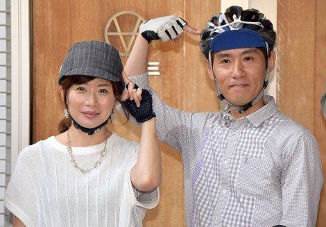 自転車乗車時のへルメット着用を呼びかけた(左から)富永美樹、まこと夫妻=「自転車ヘルメット委員会」発足記者会見(C)ORICON NewS inc.