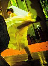 ウエディングドレス姿で回し蹴り(C)2015「リアル鬼ごっこ」学級委員会