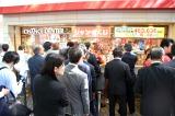 『ドリームジャンボ宝くじ』と『ドリームジャンボミニ 7000万』販売初日の様子(C)ORICON NewS inc.