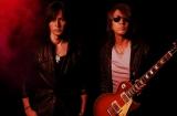 52枚目のシングル「RED」を発売するB'z(左から)稲葉浩志、松本孝弘