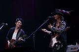 """『〜The 六十 th Anniv.〜""""ROCK 十""""CHAR LIVE IN 日本武道館』に出演した(左から)福山雅治、Char"""