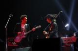 """『〜The 六十 th Anniv.〜""""ROCK 十""""CHAR LIVE IN 日本武道館』に出演した(左から)布袋寅泰、Char"""