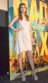 劇中に登場する美女に扮したセクシー衣装で登場したマギー (C)ORICON NewS inc.
