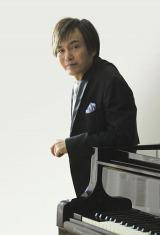 「爽健美音」キャンペーンでピアノと編曲を担当した羽毛田丈史氏