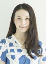 エッセー集『文集』を出版する女優のミムラ
