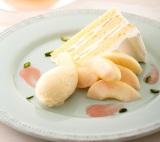 みずみずしい白桃を使った新作スイーツ『白桃のショートケーキ』(税込1080円)