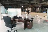 社長室予定スペースであることがわかるようにデスクなどを置いてみました