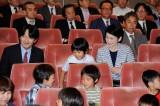 ご家族で昆虫のドキュメンタリー映画を鑑賞された秋篠宮ご夫妻と悠仁さま