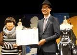 世界的ファッションデザイナーのコシノジュンコ氏とSCRAPの代表・加藤隆生氏 (C)oricon ME inc.