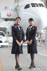 人気モデル・松島花(左)がフジテレビ系ドラマ『キャビンアテンダント』で女優デビュー。先輩・佐々木希(右)もドラマ初のCA役で出演