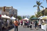 新鮮な農産物や海産物がならぶサンディエゴの朝市
