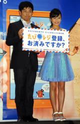 外務省『海外安全キャンペーン』イベントに出席した(左から)中根一幸外務大臣政務官、小島瑠璃子(C)ORICON NewS inc.