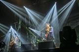 シングルの特典DVDには千葉・幕張メッセ イベントホール公演のダイジェストを収録