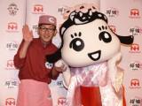 「桜姫」食堂の店長として国産鶏肉ブランド「桜姫」をアピールしたロバート馬場と、キャラクターの桜姫ちゃん