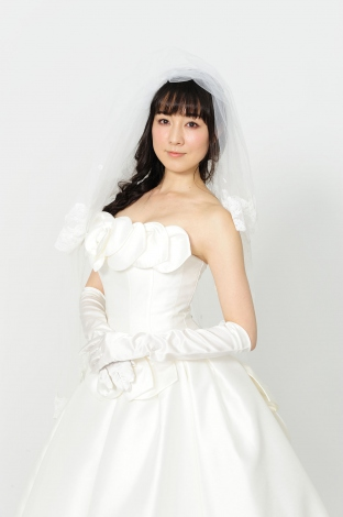 ウェディングドレスのセクシーな伊藤歩