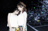 SPEEDの今井絵理子(左)と島袋寛子が新ユニット「ERIHIRO」を結成