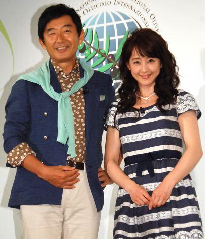 『Believe in Olive Oil』キャンペーンローンチ記者発表会に出席した(左から)石田純一、相田翔子(C)ORICON NewS inc.