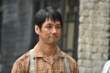 松嶋菜々子演じる従軍看護婦の夫役を務める西島秀俊 (C)TBS