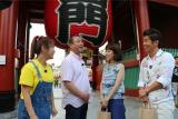 2組に分かれ、浅草を中心にお散歩(c)テレビ朝日