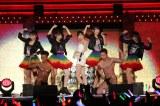 「スキャンダラスに行こう」=『HKT48全国ツアー〜全国統一終わっとらんけん〜』ファイナルの夜公演= (C)AKS