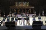 映画監督デビューを果たす指原莉乃(中)とはやし立てるHKT48メンバー =『HKT48全国ツアー〜全国統一終わっとらんけん〜』ファイナルの夜公演(C)AKS