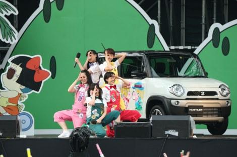 富士急ハイランドで開催された「西へ、東へ、ペンギン村キャラバン」ファイナル公演の模様