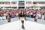 ファンに誕生日と10周年を祝福された板野友美 撮影:洲脇理恵(MAXPHOTO)