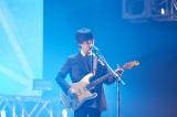 『LIVE MOSTER LIVE 2015』2番手で登場したUNISON SQUARE GARDENの斎藤宏介(PHOTO:植松千波)