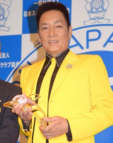 『第7回 CMCマスターズスイムミート』で金メダルを獲得していたことを報告した錦野旦=『第16回ベストスイマー2015』の表彰式 (C)ORICON NewS inc.