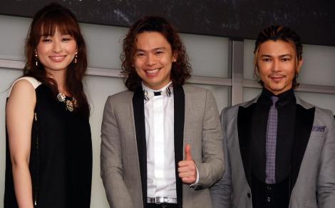 オリジナルミュージカル『SONG WRITERS(ソング・ライターズ)』制作発表会に出席した(左から)島袋寛子、中川晃教、武田真治(C)ORICON NewS inc.