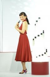 SK-II新CM発表会に登場した綾瀬はるか 大胆背中見せで大人の魅力をアピール (C)oricon ME inc.