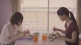 若月佑美(左)&深川麻衣ペアPV場面写真