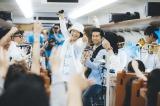 走行中の九州新幹線内でサプライズライブを行ったDREAMS COME TRUE