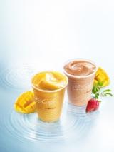 マックカフェ3周年記念メニュー『フルーツやさいスムージー』と定番の『マンゴースムージー』