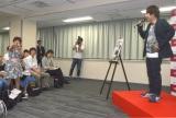 イベントにはmisonoのモノマネ芸人が紛れ込んでいた(左) (C)ORICON NewS inc.