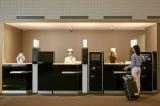 ハウステンボス「変なホテル」登場。フロントでは3体のロボットがお出迎えしてくれます。