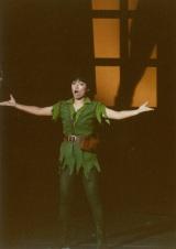 35周年を迎えたミュージカル『ピーターパン』初日公演のカーテンコールで登場した榊原郁恵